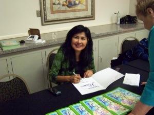 Lisa_signing